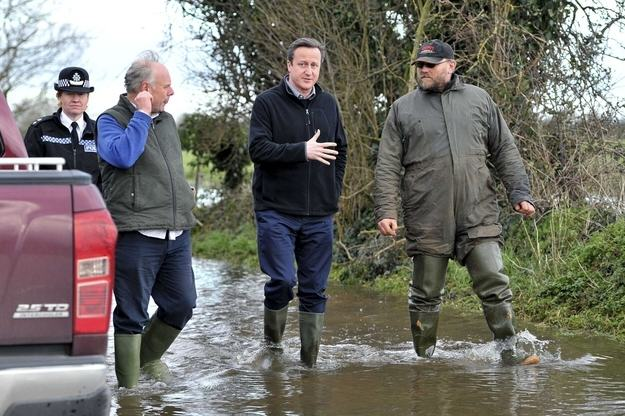 Heres A Bunch Of Concerned Looking Politicians Staring At Floods enhanced buzz 22222 1392126911 9