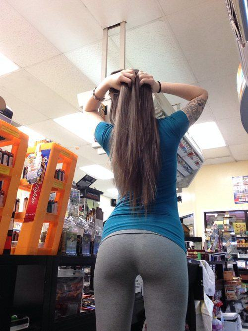 Awesome Girls Look Yummier In Yoga Pants 44 Pics  1 Gif  Izismilecom