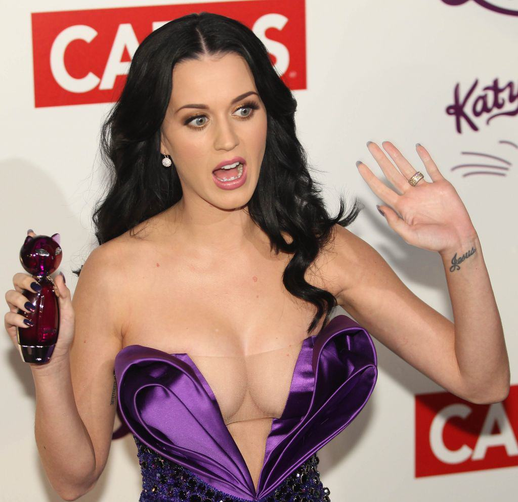 Katy Perry Boobs Katy Perry Has Bleached Her Eyebrows! WTF