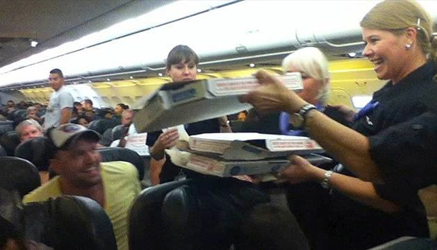 pizza Pilot Buys Pizza For Every Passenger On Delayed Flight