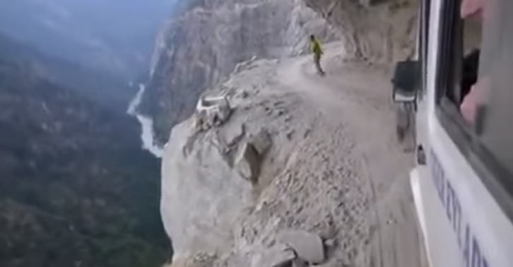 249 Insane Himalayan Bus Ride Is The Most Nopeworthy Thing Ever
