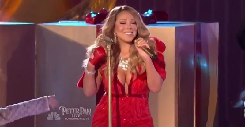 227 Mariah Careys Horrific Vocals During NYC Tree Lighting Performance