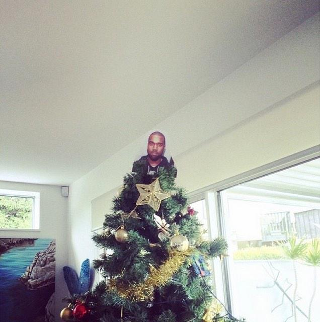 B5LAUquIYAII 43 People Are Putting Kanye On Top Of Their Christmas Trees