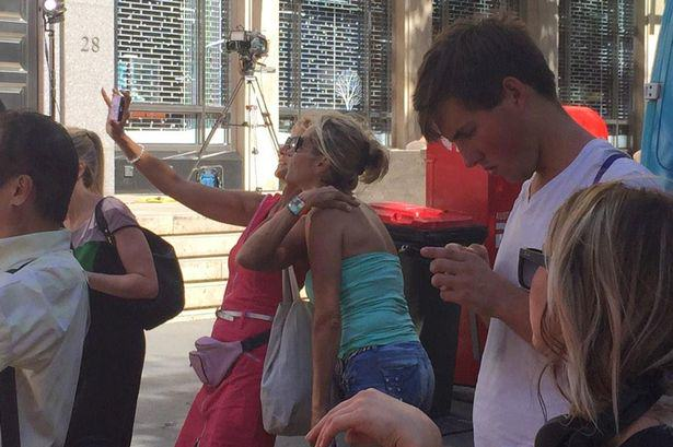 Sydney hostage crisis selfie People Are Taking Selfies Outside The Terror Siege Thats Happening In Sydney