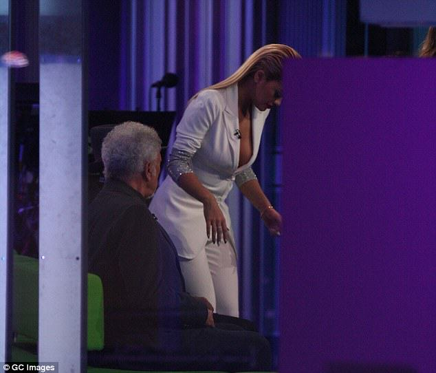 246F62E300000578 2897975 image m 21 1420498640237 Rita Oras Braless Cleavage On One Show Sparks National Outrage