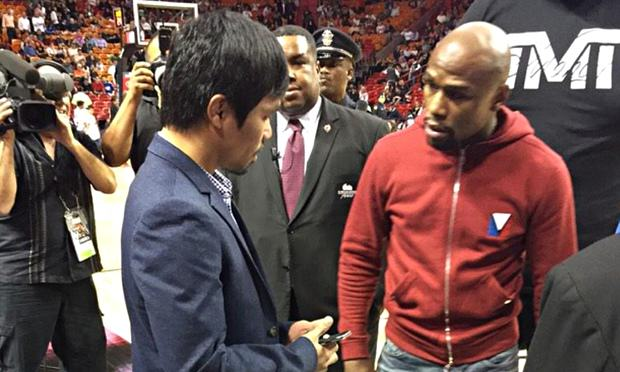 floyd mayweather 010 Floyd Mayweather And Manny Pacquiao Get Up Close At Miami Heat Game
