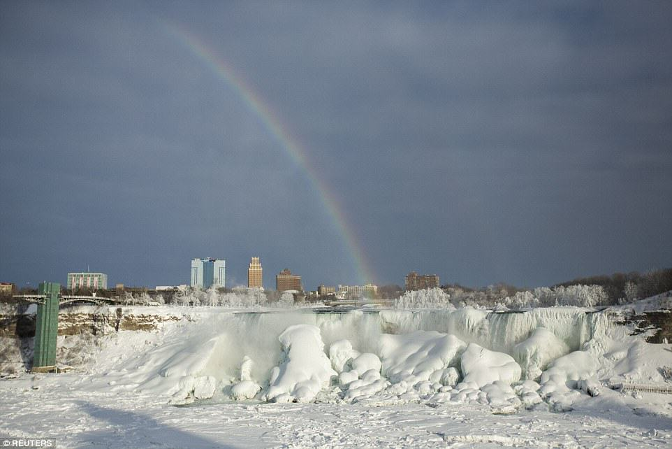 25C71CAB00000578 0 image a 30 1424278300525 Niagara Falls Has Frozen Over As Extreme Weather Batters The East Coast