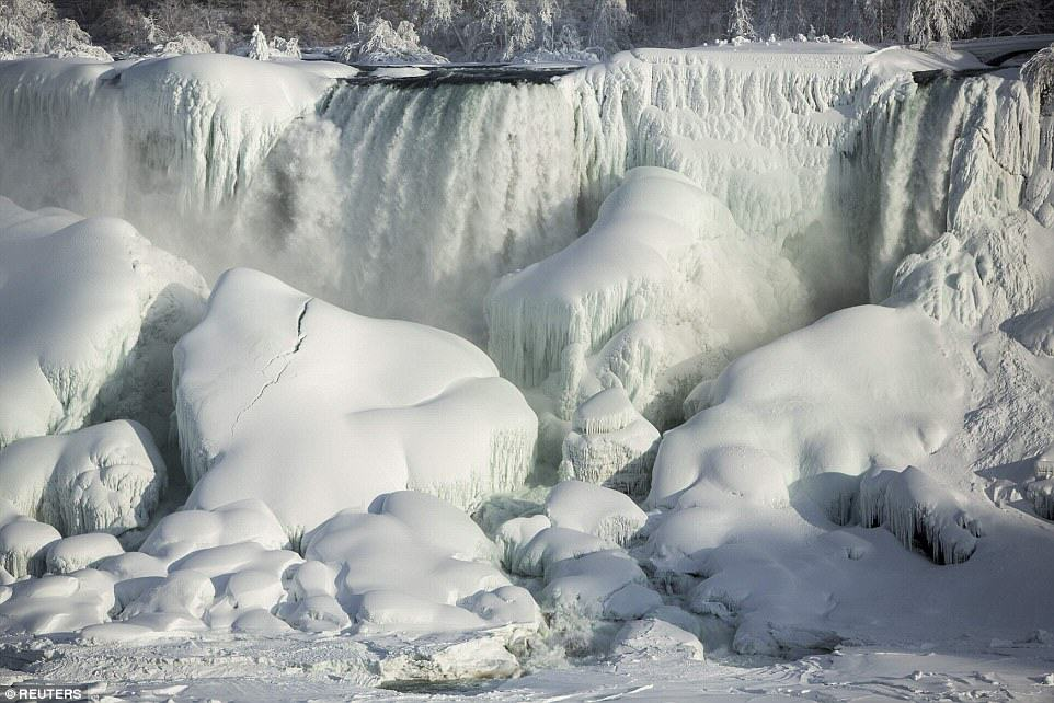25C73AF300000578 0 image a 29 1424278300269 Niagara Falls Has Frozen Over As Extreme Weather Batters The East Coast