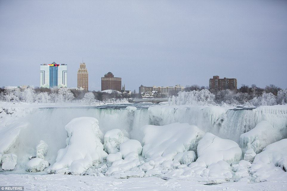25C73DCD00000578 0 image a 28 1424278300243 Niagara Falls Has Frozen Over As Extreme Weather Batters The East Coast