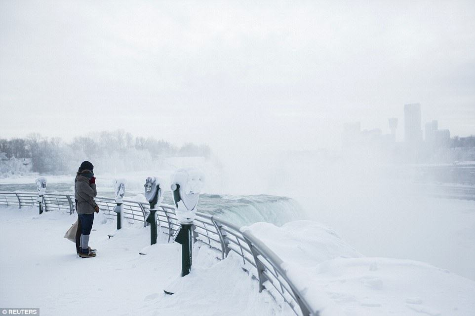 25CD40D100000578 0 image a 34 1424278324350 Niagara Falls Has Frozen Over As Extreme Weather Batters The East Coast