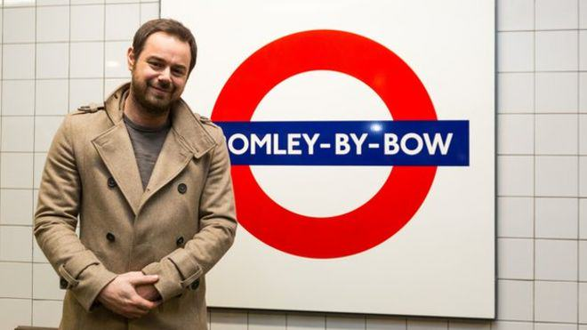 81076551 pa dannydyersign Mind The Gap You Mug! Danny Dyer Becomes Tube Announcer For A Day