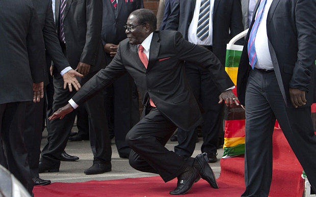 mugabe 3188122b Robert Mugabe Fell Over Today And The Internet Reacted