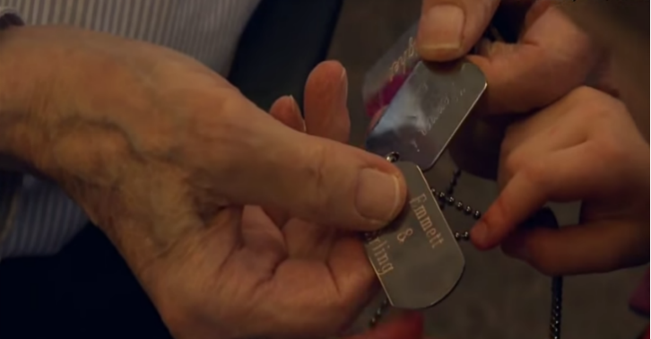 210 4 Year Old Lad Gives A 90 Year Old WWII Veteran Best Friend Dogtags