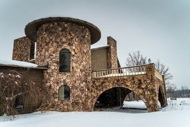 Inside Mike Tysons Abandoned Mansion PAY Mike Tysons Mansion 1 640x426