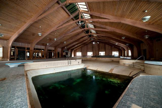 Inside Mike Tysons Abandoned Mansion PAY Mike Tysons Mansion 3 640x426