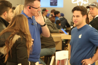 Lads Pretend To Work For Apple, Try Selling Microsoft Products To Customers