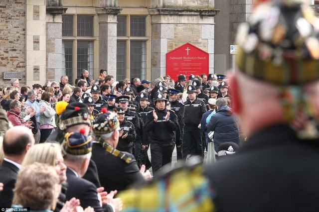 police 640x426 Hero Policemans  Death Sees Thousands Line The Streets For Final Beat Walk