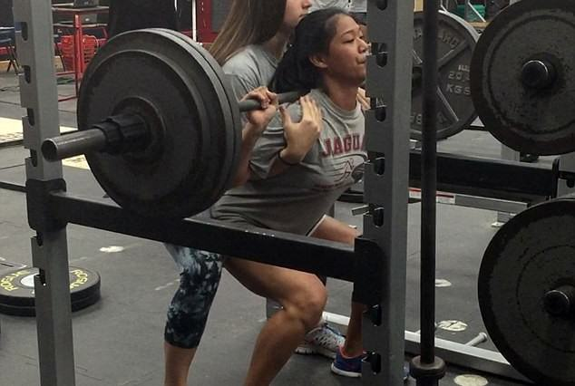 squats1 634x426 15 Year Old Girl Can Squat 300lbs, Obviously Goes Viral