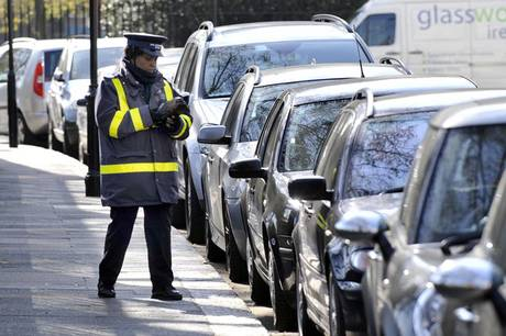 trafficwardES Traffic Wardens Now Have To Wait Ten Minutes Before They Can Give You A Ticket!
