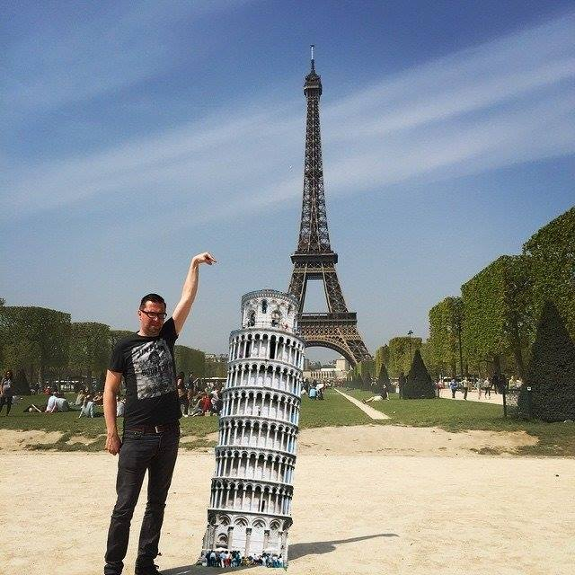 1410 This Guy Posing Next To The Eiffel Tower Is The Latest Internet Craze