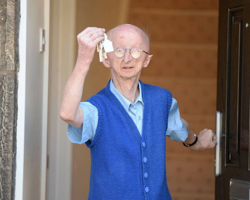 Mugging Victim Alan Barnes Moves Into New Home After £300K Donations Screen Shot 2015 04 16 at 23.03.24