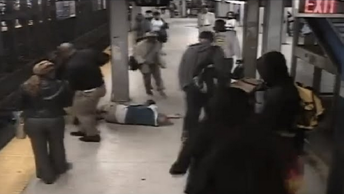 Screen Shot 2015 04 17 at 19.25.22 Subway Hero Risks Life To Save Man Who Fell On Tracks