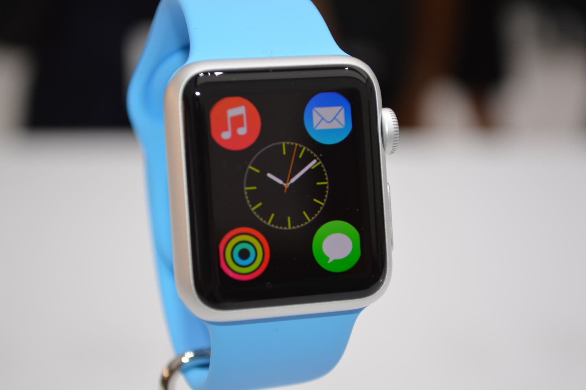 apple watch1 The New Apple Watch Is Now Available For Pre Order