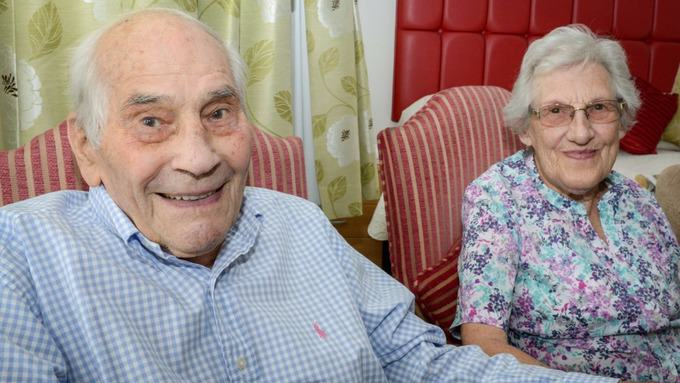 Couple With A Combined Age Of 194 Set To Become Worlds Oldest Newlyweds newlyweds