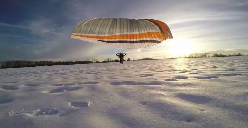 ploih This Video Of A Daredevil On A Paramotor Is Amazing