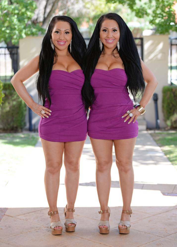 Meet The Worlds Most Identical Twins Who Share A Boyfriend twins3
