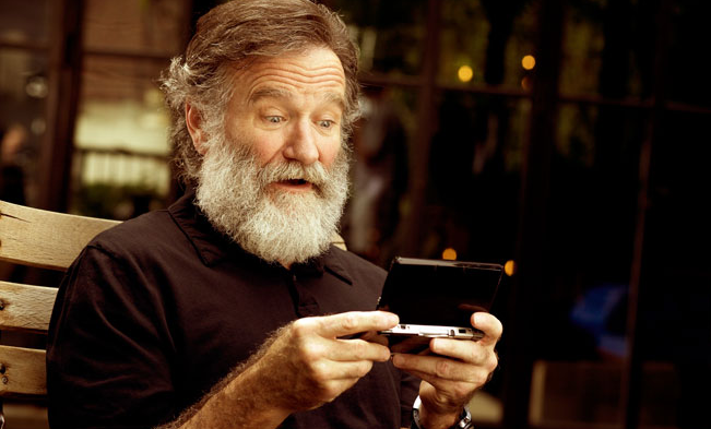 Screen shot 2015 05 04 at 14.23.26 Robin Williams Last Ever Movie Trailer Just Dropped