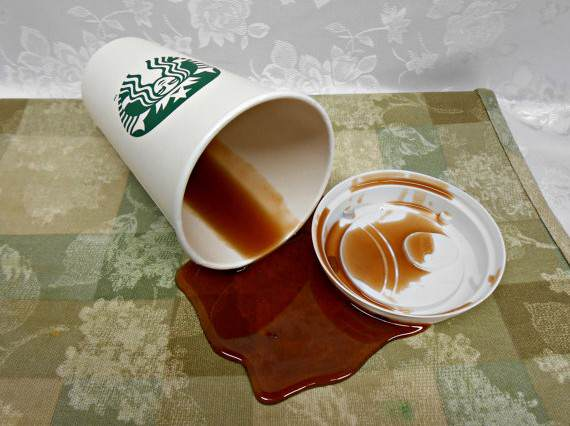 Starbucks spill 570x426 Police Officer Sues Starbucks After Spilling Free Coffee On His Own Lap