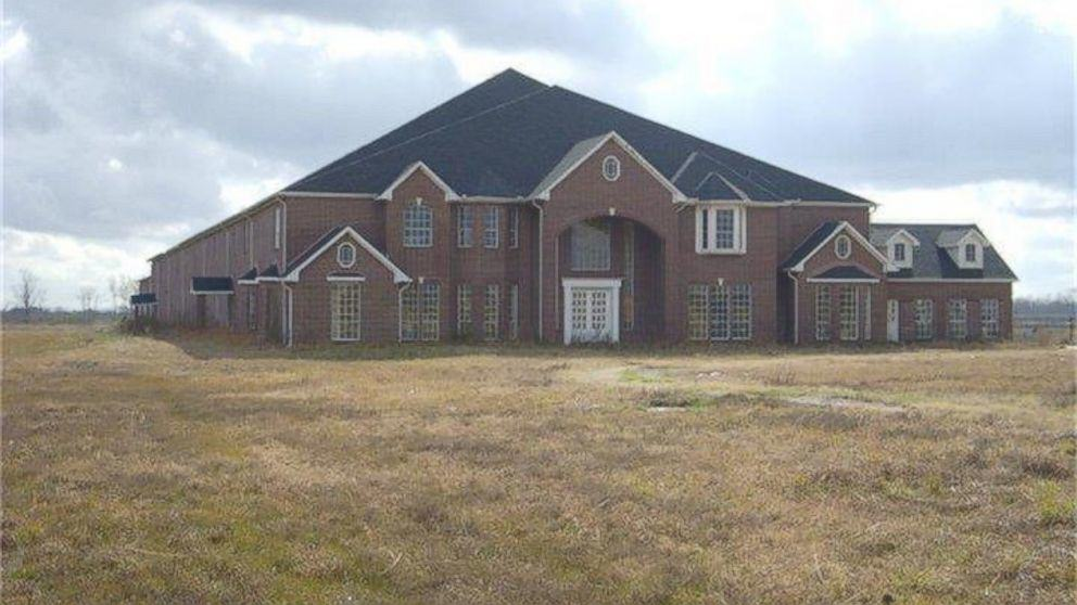 This Texas Mansion Has 46 Bedrooms And Is That Even Necessary?! ht 46 room house 1 kab 150520 16x9 992