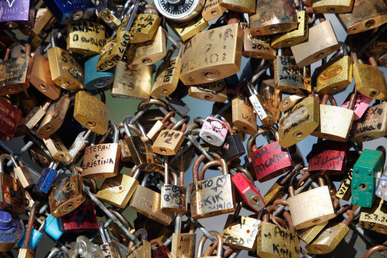 love lock Paris Ban People From Making Love Locks, Romance Is Officially Dead