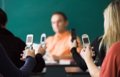 mobile School Bans Mobile Phones, Sees Kids Do Better In Classrooms, Obviously