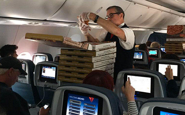 pilot pizza Pilot Orders Pizza For Whole Plane After Bad Delay