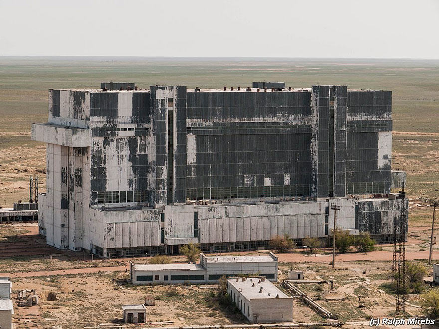 2S Urban Explorer Finds Lonely Remains Of The Soviet Space Shuttle Program