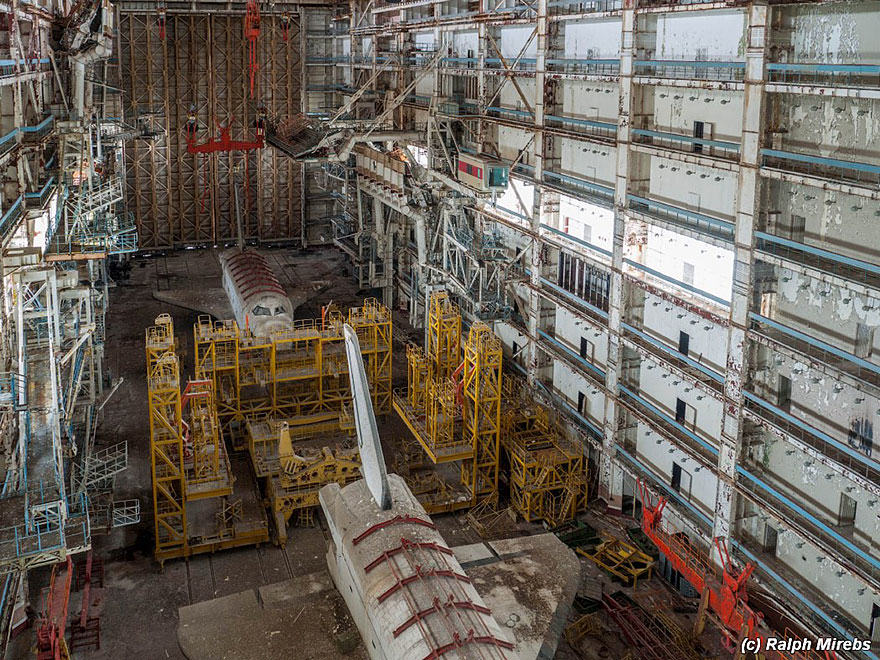 8S Urban Explorer Finds Lonely Remains Of The Soviet Space Shuttle Program