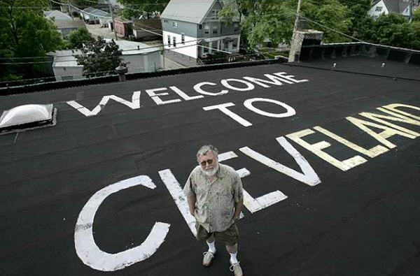 CHQkEfoWsAAFzI5 thumb 624x410 291206 Master Troll Paints Welcome To Cleveland On Home Next To Milwaukee Airport