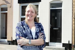 This Woman Bought A House For A QUID – Look At It Now