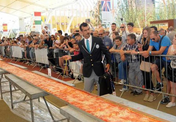 This Mile Long Pizza Just Set A New Record, Of Course Its From Italy italy web