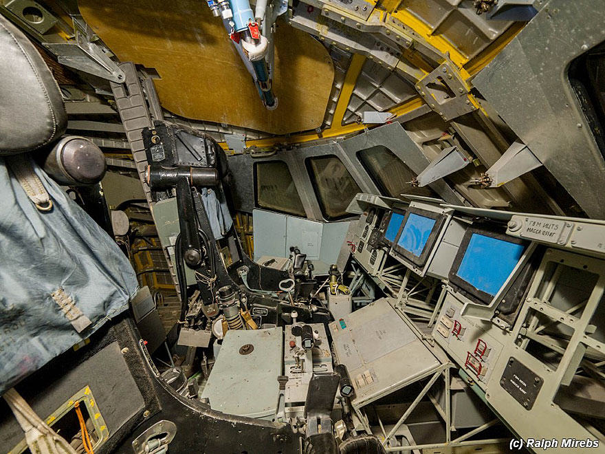 nw spac 4 Urban Explorer Finds Lonely Remains Of The Soviet Space Shuttle Program
