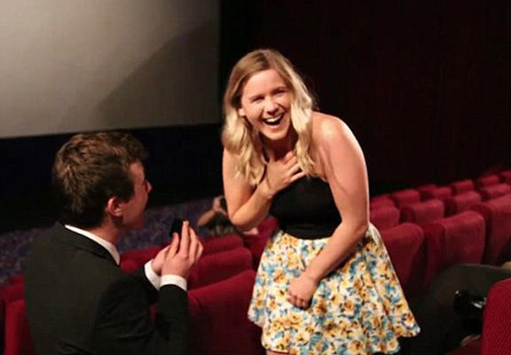 proposalvid web Aussie Guy Proposes In Cinema, Makes A Music Video From It