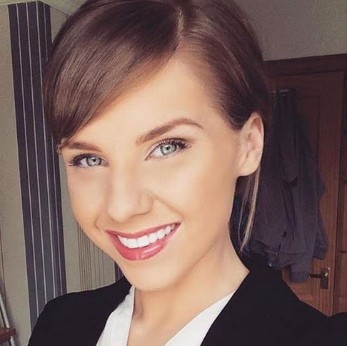 ts1 This Taylor Swift Lookalike Earns A Fortune, May Be Better Version Of Swift Herself