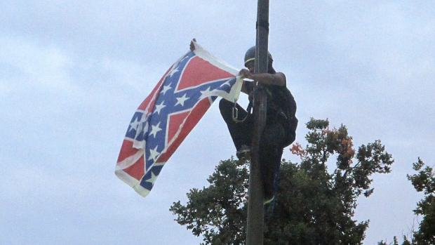 woman confederate flag 1 Woman In South Carolina Arrested For Taking Down Confederate Flag