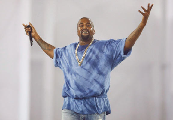 55b646bb351cc Kanye West Storms Off Stage In Canada After 13 Minutes