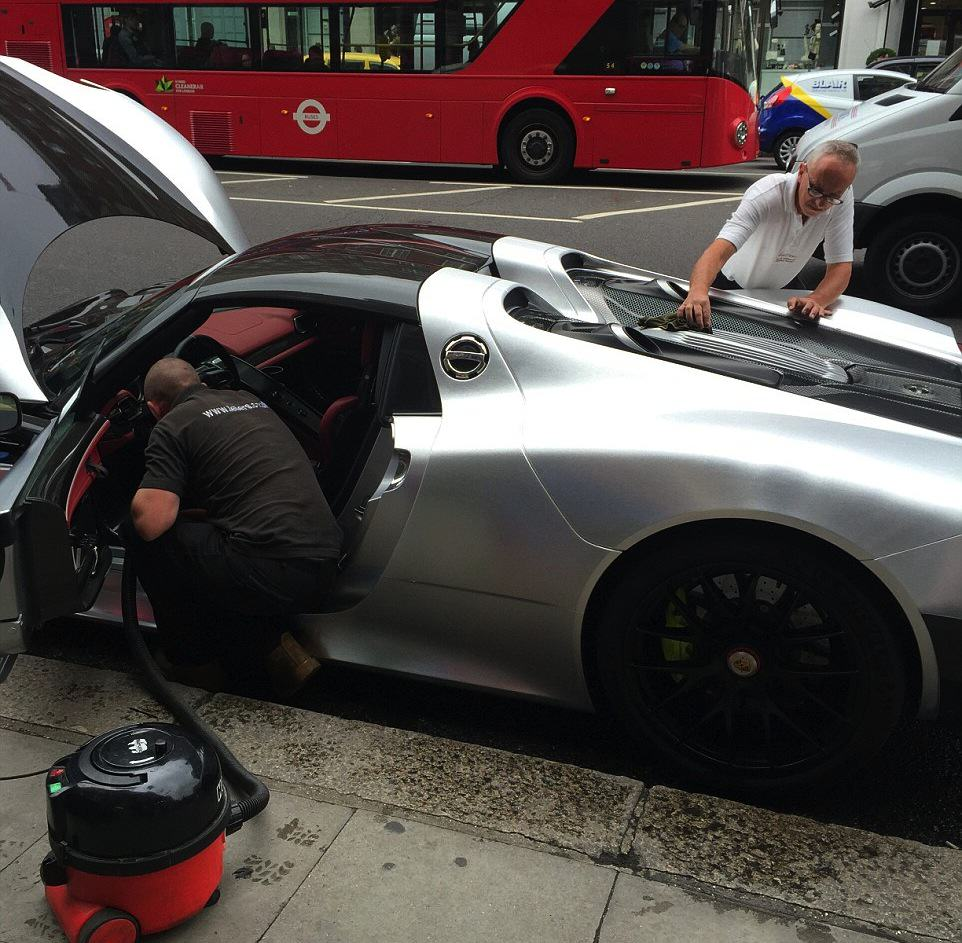 55b8a620ec84a Rich Guy Gets £1m Car Cleaned On One Of Londons Busiest Roads