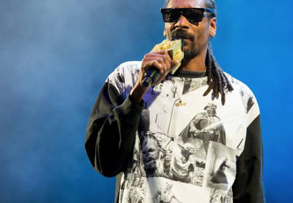 G1eiPWoLrsdg web.jpg Snoop Dog Caught Up At Customs After Failing To Declare £270k In Cash