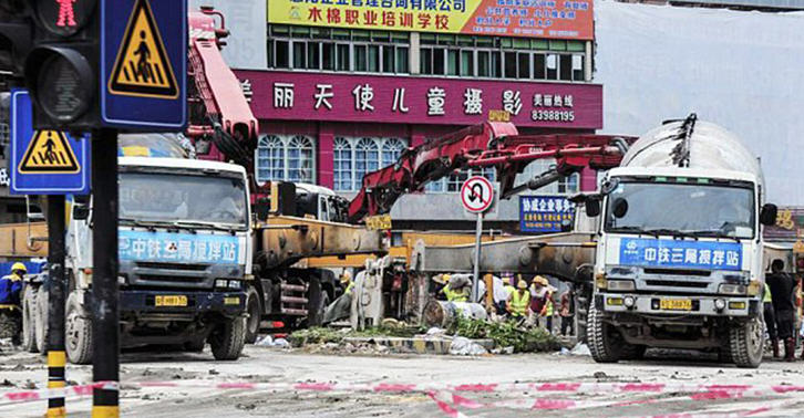 Shocking Footage Shows Enormous Sinkhole Swallow Entire Chinese Street UNILAD 34 we4