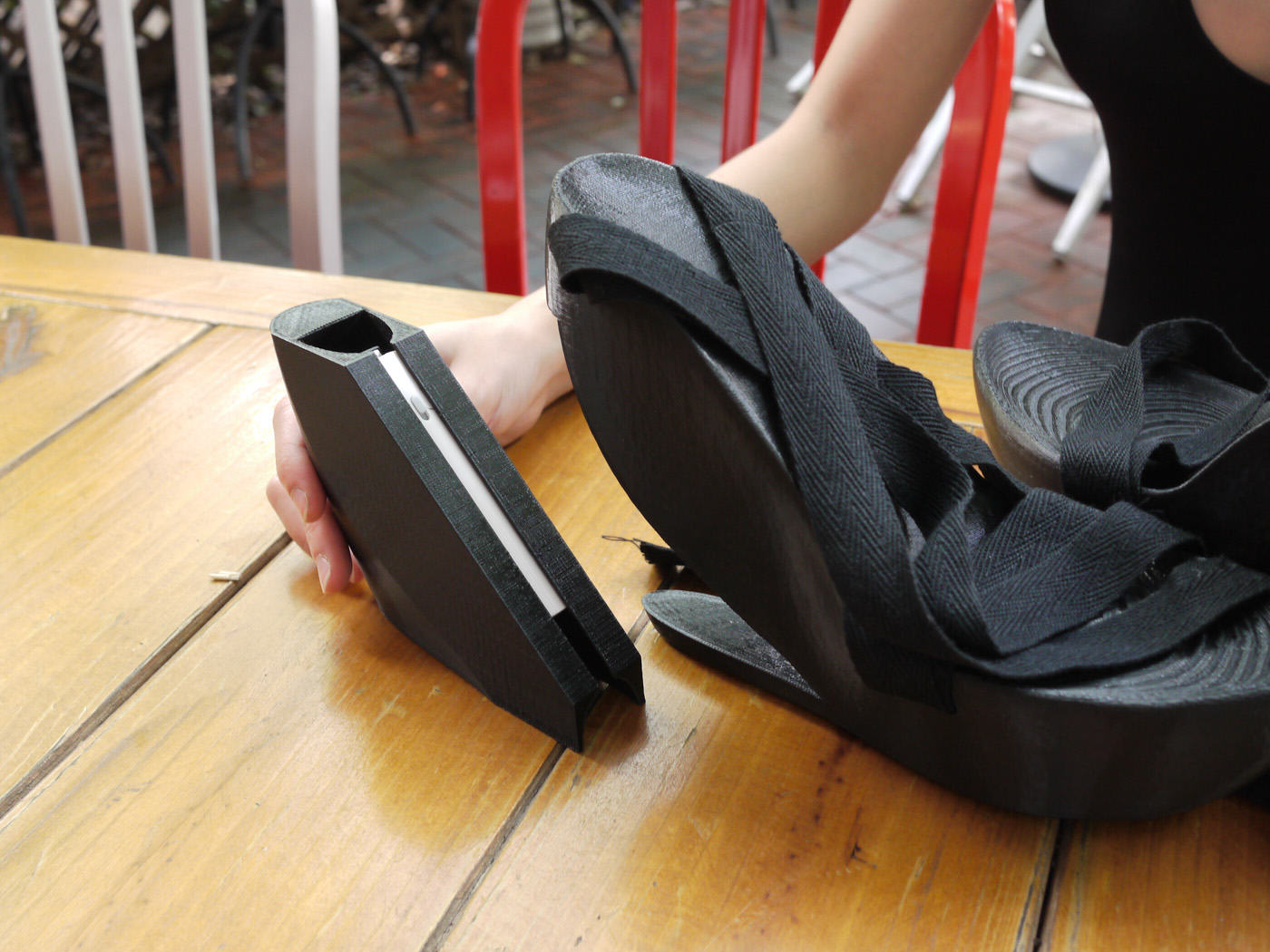 Chinese Engineer 'SexyCyborg' Hides Portable Hacking Kit In Her Platform Heels UNILAD 57